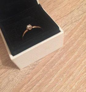 Кольцо с бриллиантом 18,5р-р