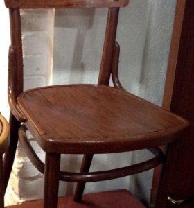 Антикварный стул.