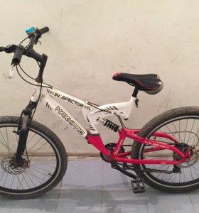 Красный и белый хардтейл горный велосипед