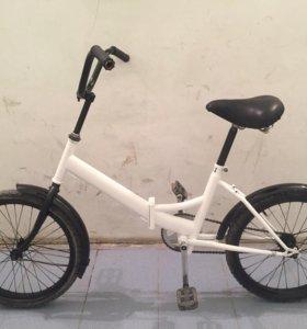 Белый и черный велосипед bmx