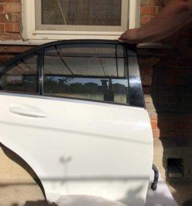 Дверь задняя правая Mercedes W204