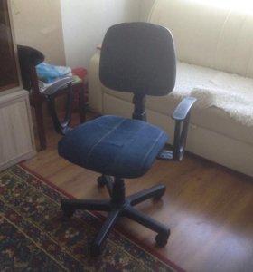 Продаю компьютерное кресло