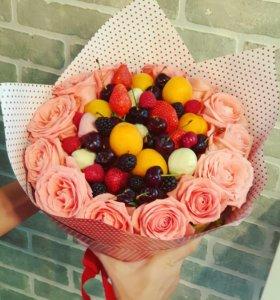 Букеты из цветов и ягод