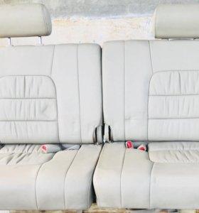 Задние сидения,3ряд,кожа на Toyota или Lexus LX470