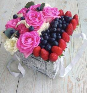Цветы и сладости в коробках