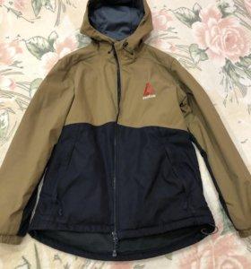 Продам куртки на мальчика от 10 до 13 лет.