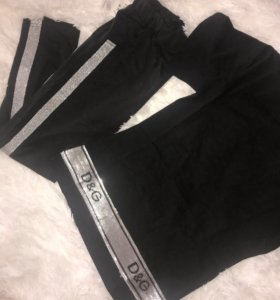Штаны с ломпасами и футболка