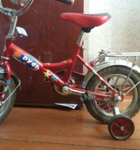 Четырёхколёсный велосипед,детский(3года)
