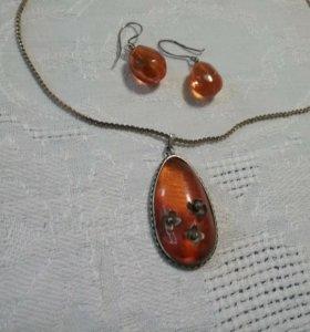 Кулон и серьги из янтаря