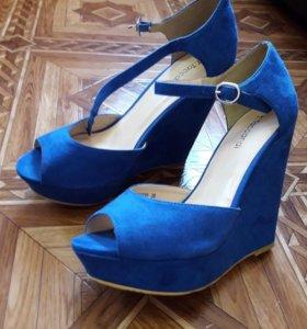 Летние босоножки синего цвета