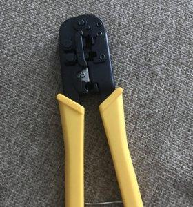 Инструмент для обжима телекоммуникационных штекеро