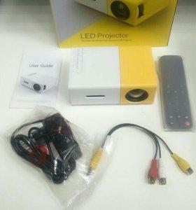 Карманный мини проектор YG-300