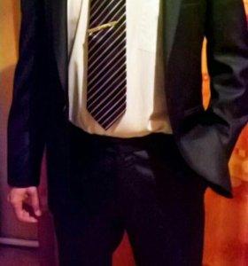 Мужской костюм 46размер