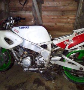 Yamaha FZR400,1995