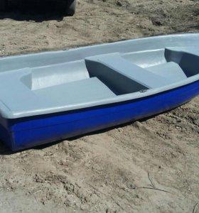 Пластиковая лодка Спринт новая.