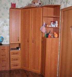 Продам комплект мебели для комнаты.