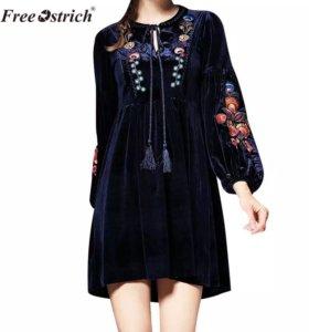 Платье бархатное с вышивкой