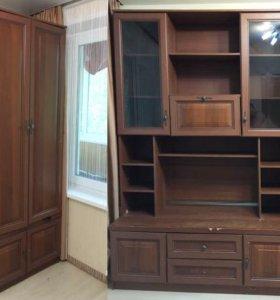 Продам шкаф-стенку (на фото стоят отдельно).