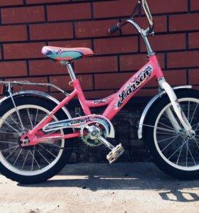 Велосипед детский,есть дополнительные два колеса д