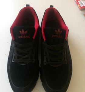 Новые кроссовки замшевые