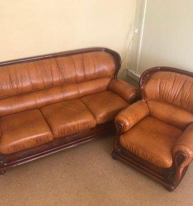 Итальянский кожаный диван + кресло