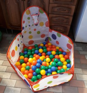 Сухой бассейн с шариками