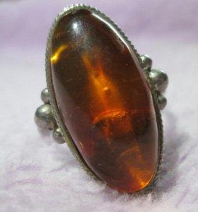Кольцо с янтарем в мельхиоре. Винтаж
