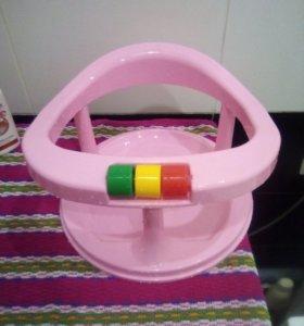 Сиденье в ванну для малыша