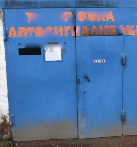 Металлические ворота для гаража либо бокса