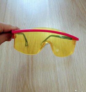 Защитные очки.