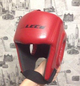 Шлем боксерский боевой красный LECO