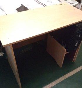 Компьютерный / письменный стол