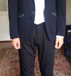 Пиджак и брюки в отличном состоянии