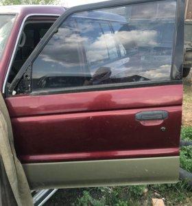 Продам двери на Mitsubishi Pajero