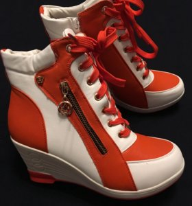 Женские ботинки р. 38