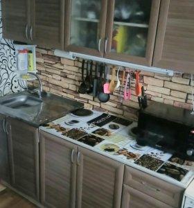 Продам кухонный гарнитур ( в эксплуатации 2 года)