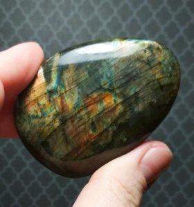 Интерьерный минерал лабрадор.Амулет.