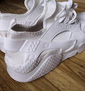 Кроссовки белые. Размер 47