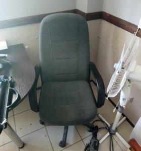 СРОЧНО ПОЧТИ ДАРОМ Кресло и стулья, офисная мебель