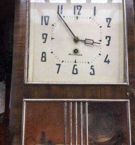 Часы настенные1968год