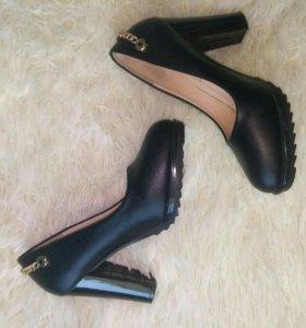 Туфли черные, надевала 1 раз.