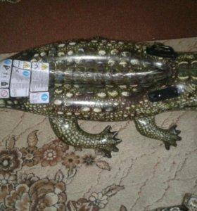 Большой надувной крокодил