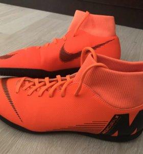 Футбольные футзалки Nike