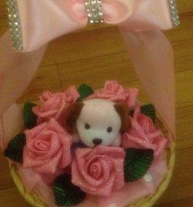 Очаровательные корзинки с розами и игрушкой