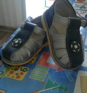 Продам детские сандалики 12 размер