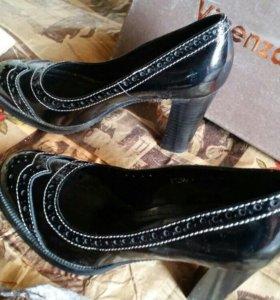 Туфли в ретро стиле кожа лак новые