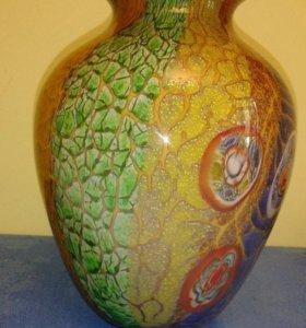 Стеклянная ваза ручной работы