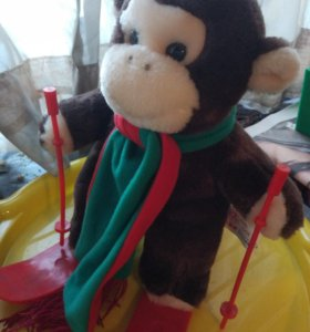 Мягкая игрушка обезьяна на лыжах обезьянка