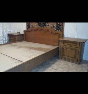 Мебель для спальни ,кровать и тумбы .