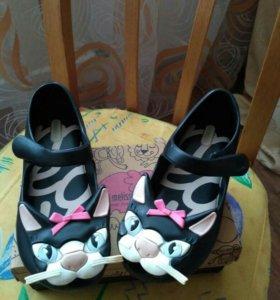 Туфельки-кошечки от Mini Melissa